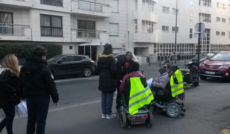 Atelier «parcours fauteuil» : être autonome dans la rue