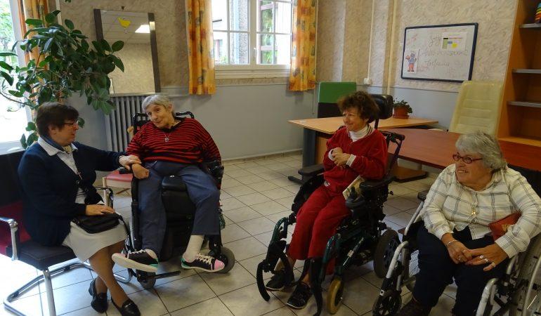 «J'aime voir le regard admiratif des gens quand ils me regardent danser avec mon fauteuil»