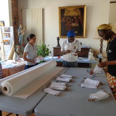 Fabrications de masques et de tabliers par les Sœurs de la Communauté de Paris